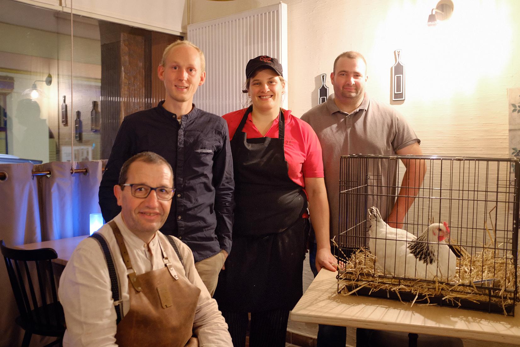 Eleveur de volaille et patrons du restaurant Au Crieur de Vin à Sens
